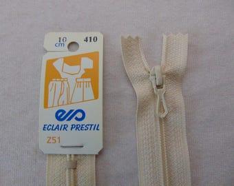 White nylon zipper is broken (Z51 410)
