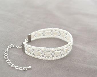 Square spirit bracelet, lace bobbin, white
