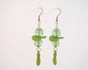 Earrings green heeled shoes