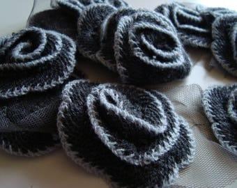 Big flower knit on tulle way Ribbon edged grey white diameter 7.5 cm