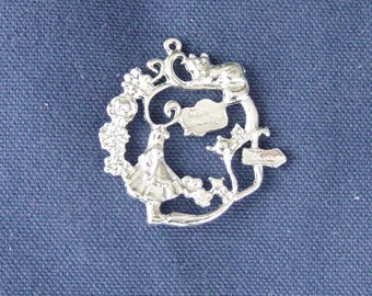 1 large charm Alice to the Wonderland silver