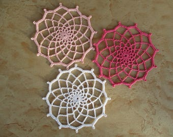 set of 3 doilies round 10 cm diameter at the hook