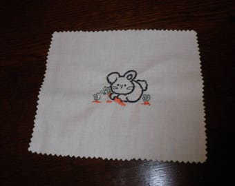 Applique in cotton fabric with bunny and carrots