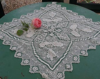 Large lace doily, large old lace doily with bobbins, old lace doily, vintage, French lace doily