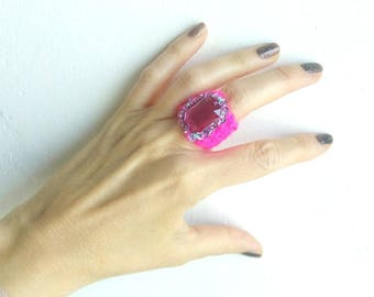 Superb ring band ring in neon pink acrylic yarn with Rhinestones and beaded mix/ring