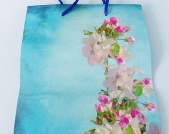 18 X 23 cm flower pink and white background-resistant paper gift bag blue