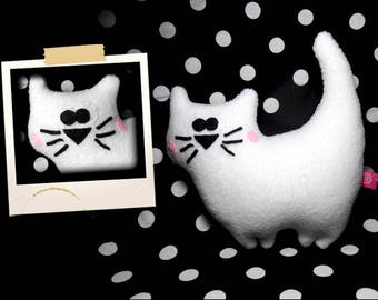 Plush white kitten APLUCHES shaped