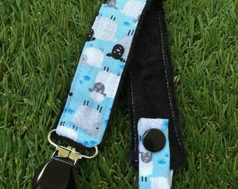 Pacifier clip with small sheep