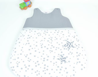 Sleep sleeping bag 0-6 months handmade white and grey @lacouturebytitia chevron stars