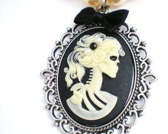 Lady skeleton necklace