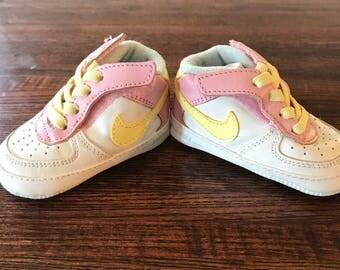 cheaper d8f80 560c0 Nike Air Force One cuna - niño color  rosa - amarillo - blanco - azules  Zapatos ...