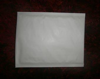 White bubble envelope 21 x 15 cm for fragile items