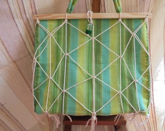 Light green bag for the beach or shopping. Fabric, rope and wood