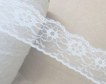 White lace scalloped 35mm