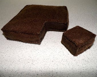 1 chocolate brownie handmade in felt