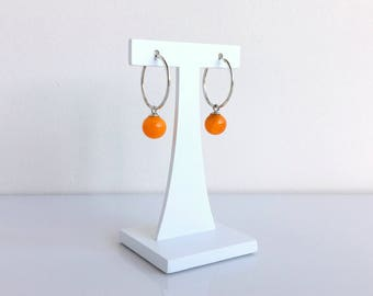 Silver hoop earrings 2cm and amber glass beads. Made in France by Rosa Rueda