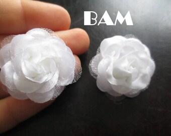 White silk flower 2.5 cm