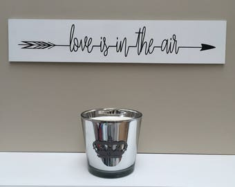 "Directional wooden sign ""Love is the air"" customizable"