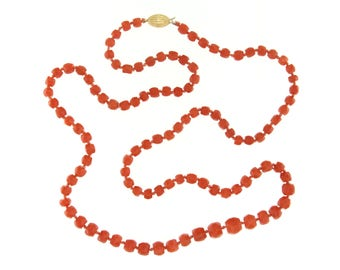Mediterranean CORAL necklace Vintage yellow gold Clasp 18 kt. 44.7 grams