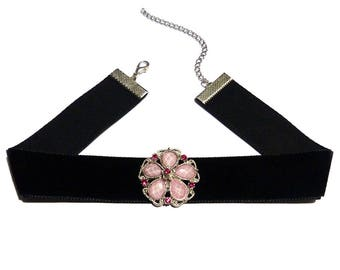 Black cabochon resin and rhinestone rose brand Soyokay velvet Choker necklace