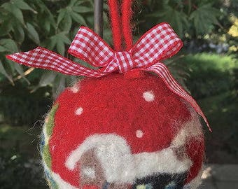Christmas-Christmas ball with carded wool landscape