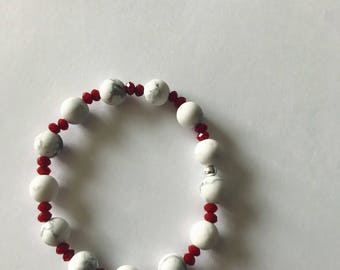 Marble bead bracelet with red crystals