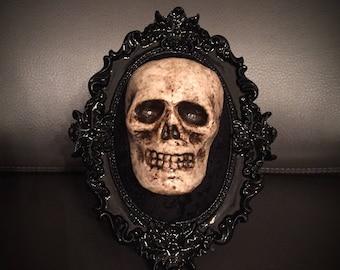 Oval Skull Plaque