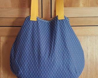 "Tote bag size ""ball"""
