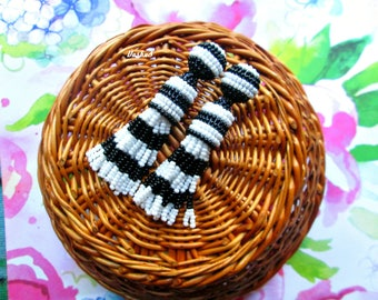 Black and white color/oscar de la rente/oscar de la renta/stud earring/beading dangle/handmade/Unique Gift/two colored earrings