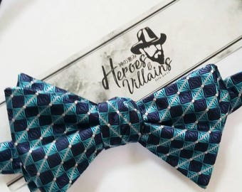 Turquoise blue self tie bow tie,turquoise bow tie,wedding bow ties,groomsmen bow tie,floral ties,silk bow tie,stripe bow ties,blue bow tie