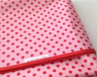 Nappe ronde en tissu de coton enduit rose bonbon a pois rouge - 152cm