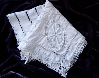 French Vintage White Linen Embroidered Hanky with lace trim, Wedding Hanky, Wedding Gift, Something Old, French vintage Bridal hanky
