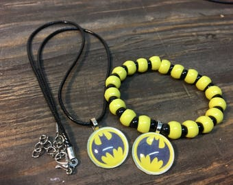 Batman party favors.Batman bead bracelet.Batman pendant necklace.Batman jewelry.Batman birthday party