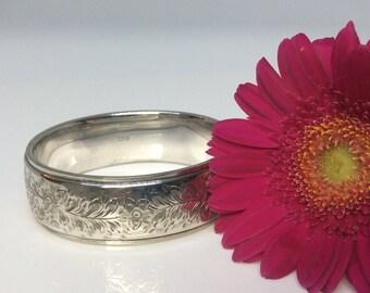 Mid 20th Century English silver bangle