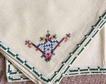 6 x vintage embroidered place mats