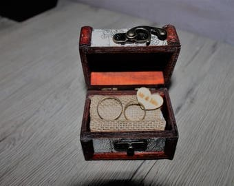 small wooden chest for alliances
