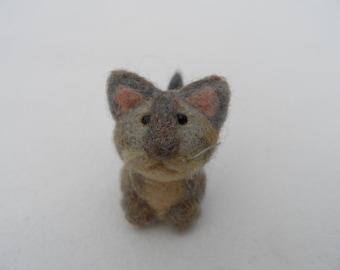 Felt cat, needle felted kitten, woolen kitten, wool cat toy, felted cat gray, wool animal cat miniature, soft animal toy