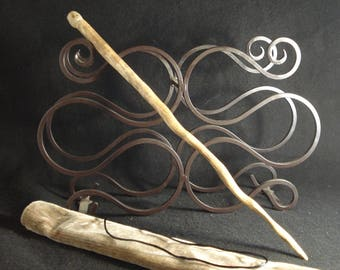 Wand with natural stone