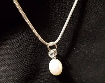 Necklass with Faux Pearl Pendant