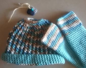 Handmade hats and gloves