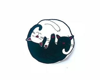 Ying Yang Kitty Pin
