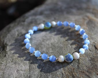 Blue Green Crab Fire Agate & White Magnesite Bracelet