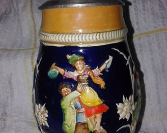 Beer of stoneware with tin lid