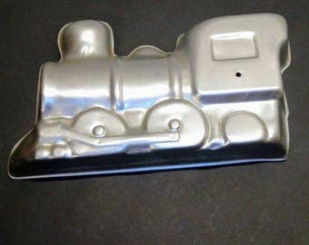 1974 WILTON 3D 1-pc Train Aluminum cake baking mold 502-836 retired cho choo