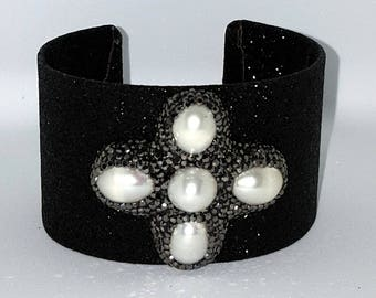 Glitter bangle bracelet with freshwater pearls and Swarovski crystals