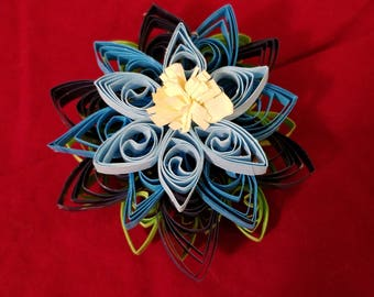 Beautiful quilled flower magnet