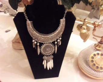 BEAUTIFUL LADIES NECKLACE dress it up or down with jeans