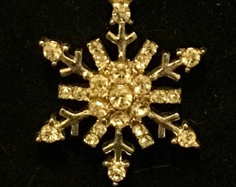 Snowflake pendant rhinestone necklace