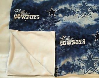 Cowboys blanket football lovers