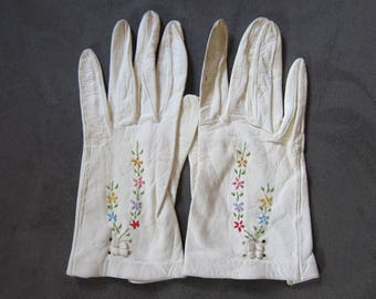Vintage 1940's Embroidered Lambskin Gloves, Girls/Petite